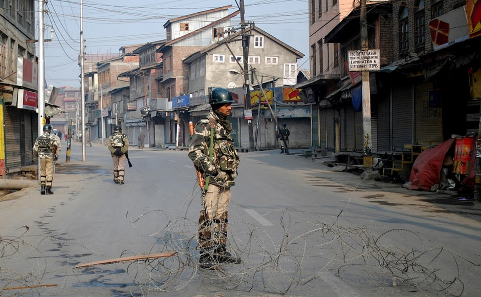 Most of the main roads and streets remained closed, with barbed wire in place to prevent any vehicular and pedestrian movement. Image Courtesy: Sameer Mushtaq