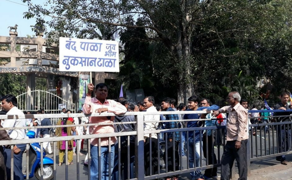 Dalit groups, which had called for a complete shutdown in the state in protest against the violent clashes that broke out during the Bhima Koregaon battle anniversary in Pune, called off the Maharashtra strike on Wednesday evening. Team 101Reporters/Gunwanti Paraste