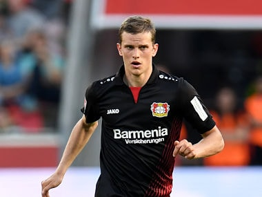 Leverkusen's German midfielder Lars Bender plays the ball during the German first division Bundesliga football match Bayer Leverkusen vs VfL Wolfsburg in Leverkusen, western Germany, on October 15, 2017. / AFP PHOTO / PATRIK STOLLARZ / RESTRICTIONS: DURING MATCH TIME: DFL RULES TO LIMIT THE ONLINE USAGE TO 15 PICTURES PER MATCH AND FORBID IMAGE SEQUENCES TO SIMULATE VIDEO. == RESTRICTED TO EDITORIAL USE == FOR FURTHER QUERIES PLEASE CONTACT DFL DIRECTLY AT + 49 69 650050