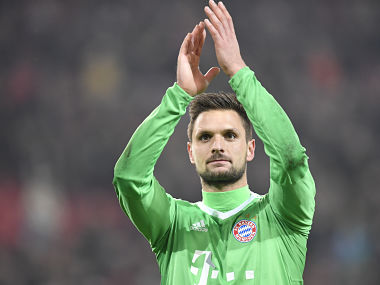 Munich's goalkeeper Sven Ulreich greets the fans after the German first division Bundesliga football match between VfB Stuttgart and Bayern Munich on December 16, 2017 in Stuttgart. / AFP PHOTO / THOMAS KIENZLE / RESTRICTIONS: DURING MATCH TIME: DFL RULES TO LIMIT THE ONLINE USAGE TO 15 PICTURES PER MATCH AND FORBID IMAGE SEQUENCES TO SIMULATE VIDEO. == RESTRICTED TO EDITORIAL USE == FOR FURTHER QUERIES PLEASE CONTACT DFL DIRECTLY AT + 49 69 650050