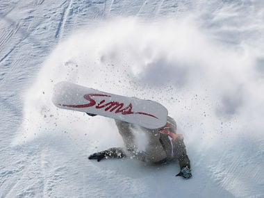 Switzerland's Carla Somaini falls as she competes in a run of the women's snowboard slopestyle final event at the Phoenix Park during the Pyeongchang 2018 Winter Olympic Games on February 12, 2018 in Pyeongchang. / AFP PHOTO / FRANCOIS XAVIER MARIT