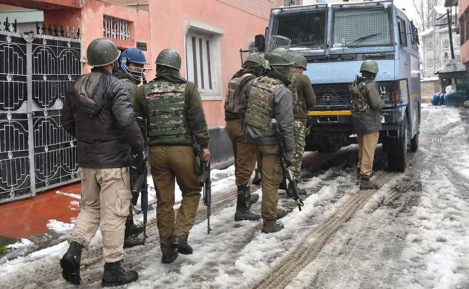 The incident comes two days after Jaish-e-Mohammad militants allegedly attacked an army camp in Sunjwan area of Jammu, killing six people including five soldiers. Firstpost/Sameer Mushtaq