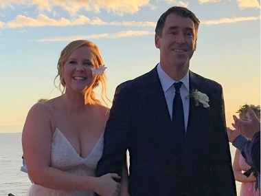Actress-comedienne Amy Schumer marries partner Chris Fischer; Jennifer Aniston, Jake Gyllenhaal present at ceremony