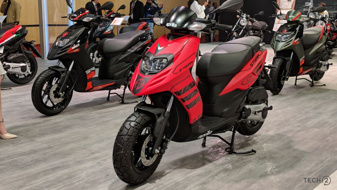 auto expo 2018 aprilia sr 125 scooter launched at rs 63 310 along with the unveiling of tuono. Black Bedroom Furniture Sets. Home Design Ideas