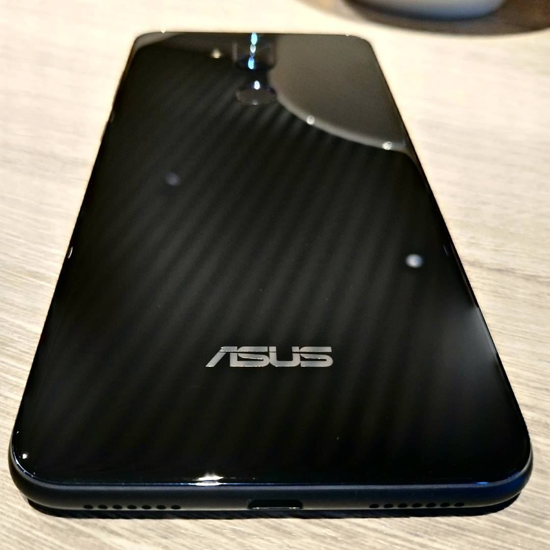 asus zenfone 5 lite image leaked online comes with dual camera glass back usb c and more. Black Bedroom Furniture Sets. Home Design Ideas