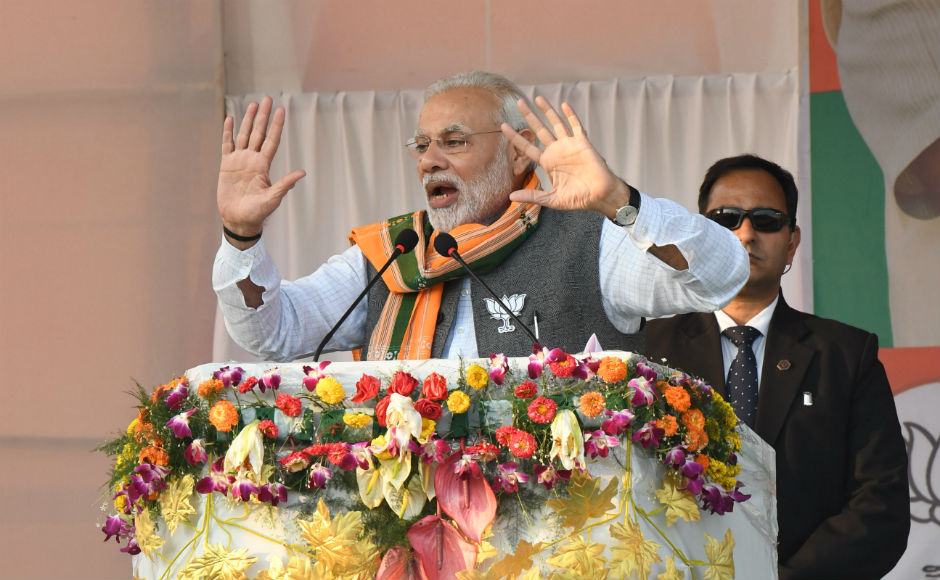 Speaking in Hindi, Modi used rhyming words to hit out at Manik Sarkar government. He said that the Left parties do not believe in democracy (ganatantra) but they believe in gun-tantra. He also accused the state of murdering ten BJP workers. Team 101Reporters/Abhisek Saha