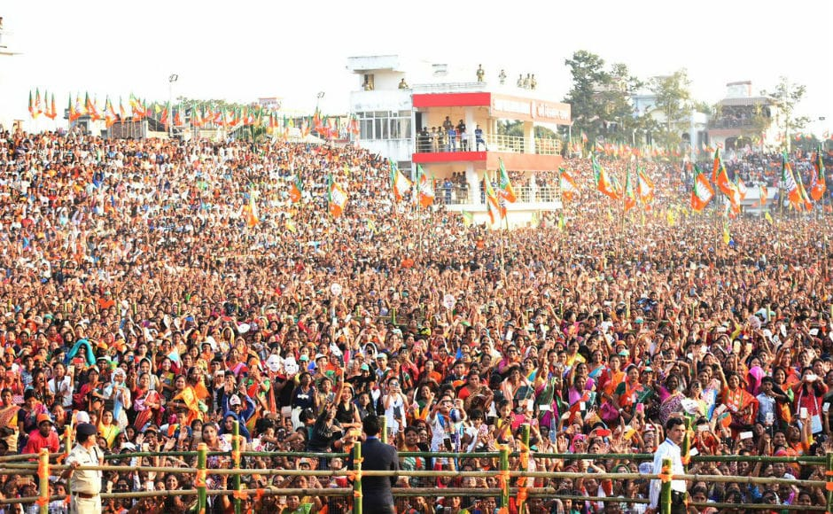 Modi asked why the state government employees in Tripura are still being paid as per the fourth pay commission and not the seventh. He promised that BJP will implement seventh pay commission and minimum wages for all workers. Twitter@NarendraModi