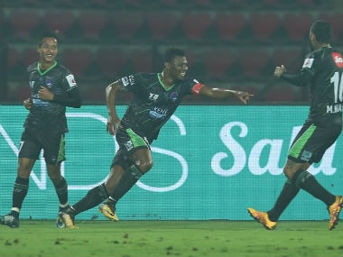 Kalu Uche of Delhi Dynamos FC heads to score the winner against NorthEast United FC. ISL