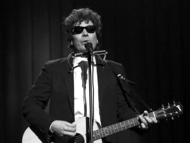 Jimmy Fallon channels Bob Dylan to criticise Trump in updated version of 'The Times They Are A-Changin'