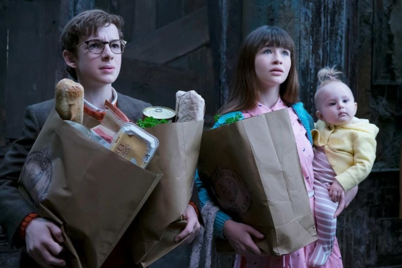 Louis Hynes as Klaus Baudelaire, Malina Weissman as Violet Baudelaire and Presley Smith as Sunny Baudelaire in A Series of Unfortunate Events. Netflix