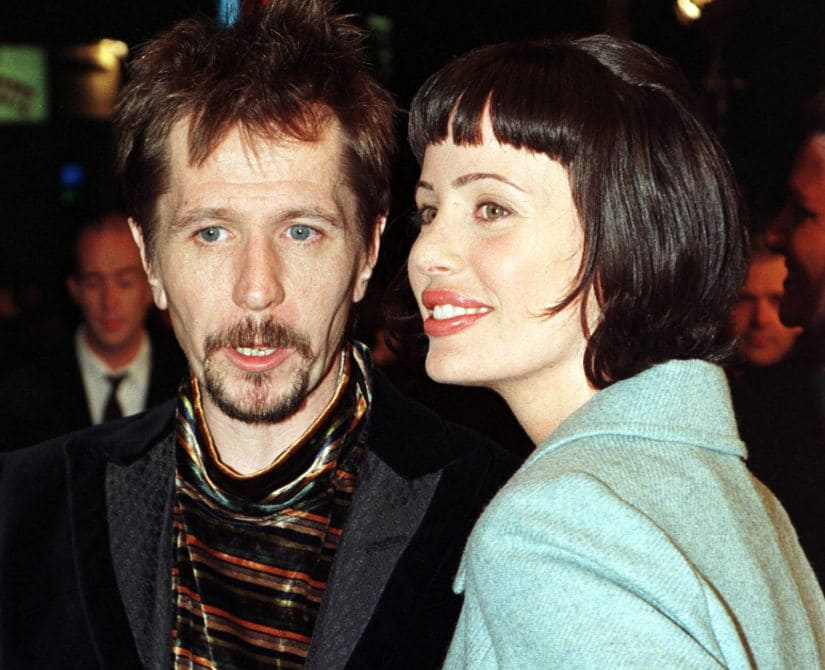 "British actor Gary Oldman and wife Donya Fiorentino arrive as guests for the premiere of the new science fiction film ""Alien Resurrection"" November 20 in Los Angeles. The film stars Sigourney-Weaver as ""-Ripley"" in the film which for the first time features fully-articulated, computer generated aliens and Winona-Ryder who portrays ""Call"" who helps to combat the alien menace. The film opens in the United States November 26. - PBEAHUMRGBY"