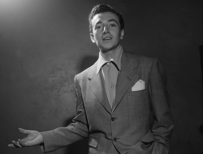 "(FILES): This studio portrait from the mid-late 1940s, obtained February 12, 2018 courtesy of the Library of Congress, shows US singer Vic Damone. Damone, whose silky baritone voice made him a 1950s heartthrob and who Frank Sinatra said had the ""best pipes in the business,"" has died, his family announced February 12, 2018. He was 89. Ed Henry, a Fox News correspondent and family friend, said that relatives asked him to share that Damone died on February 11 in Florida. / AFP PHOTO / AFP PHOTO AND Library of Congress / Library of Congress / == RESTRICTED TO EDITORIAL USE / MANDATORY CREDIT: ""AFP PHOTO / LIBRARY OF CONGRESS"" / NO MARKETING / NO ADVERTISING CAMPAIGNS / DISTRIBUTED AS A SERVICE TO CLIENTS =="