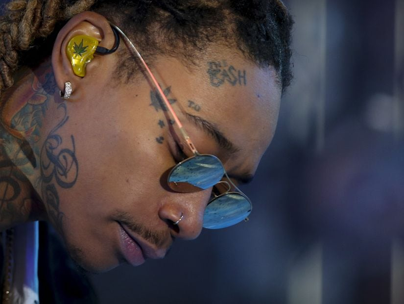 Performer Wiz Khalifa performs on the main stage in Times Square during New Year's Eve celebrations in the Manhattan borough of New York, December 31, 2015. REUTERS/Carlo Allegri - GF10000280043