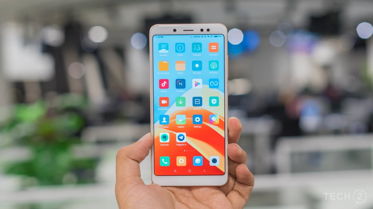Typical Xiaomi design, with rounded corners, straight lines and a curved back. But wait, that's a 5.99-inch display in there. Image: Tech2/Rehan Hooda