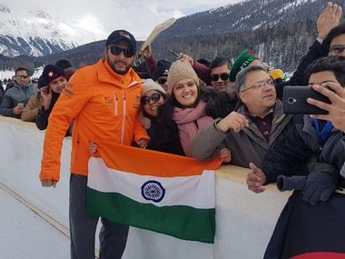 'Flag seedha karo': Shahid Afridi gets Twitter praise after thoughtful gesture while posing with Indian fans