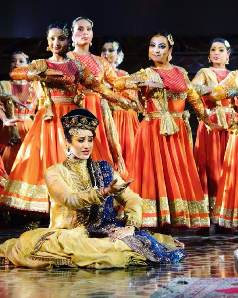 One of the dance sequences in the play. Image from Facebook/@Mughal-E-Azam