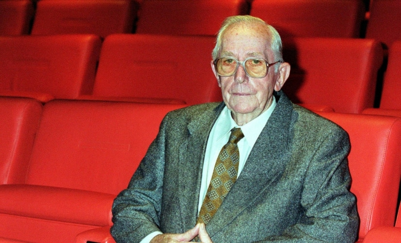 Lewis Gilbert, Bond director, dies aged 97