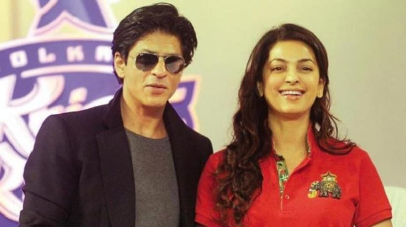 Shah Rukh Khan and Juhi Chawla. Image from Twitter/@SRK_FC