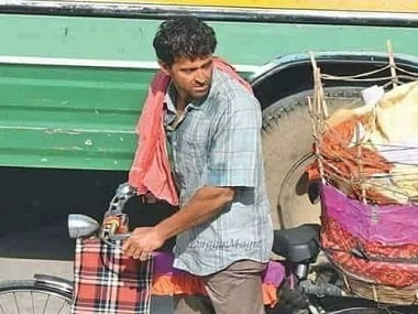 Super 30 shoot updates: Hrithik Roshan spotted selling papad in Jaipur; makers to recreate Patna in Mumbai