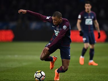 Paris Saint-Germain's French forward Kylian Mbappe controls with the ball during the French Cup quarter-final football match between Paris Saint-Germain (PSG) and Marseille (OM) at the Parc des Princes stadium in Paris on February 28, 2018. / AFP PHOTO / FRANCK FIFE