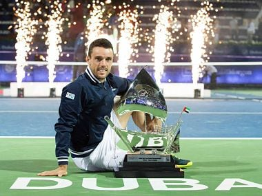 Roberto Bautista Agut poses with his trophy after winning the Dubai Tennis Championships. Image courtesy: Twitter @ATPWorldTour