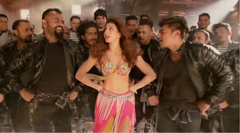 Jacqueline Fernandez sizzles in Ek Do Teen from Baaghi 2