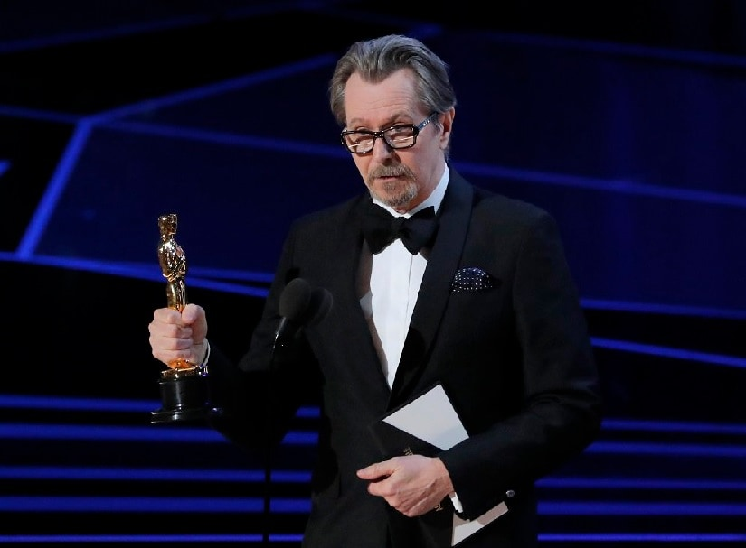Gary Oldman accepting his Oscar for Best Actor. Image from Twitter/@AlArabiya_Eng
