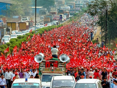 Farmers of All Indian Kisan Sabha (AIKS) march from Nashik to Mumbai to gherao Vidhan Bhawan on March 12, demanding a loan waiver, in Thane on Saturday. PTI