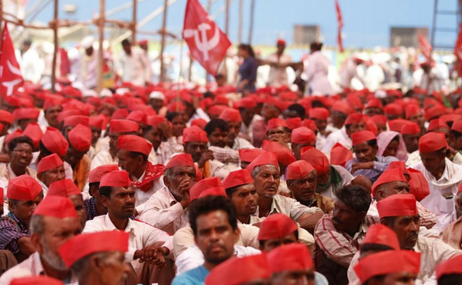 Over 35,000 farmers from across Maharashtra, who embarked on a long march from Nashik on 6 March to press their various demands, arrived in Mumbai on Monday. Apart from Opposition parties, Shiv Sena, a partner in the ruling BJP-led coalition, too has vocally supported the agitation. The government reached out to farmers, promising to meet their demands, but farmers' leaders said they will press on with Tuesday's protest at the Vidhan Bhavan (Legislature Complex).Firstpost/ Sachin Gokhale