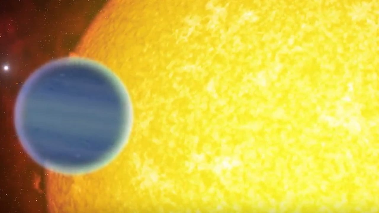 Research reveals an enormous planet quickly orbiting a tiny, dying star