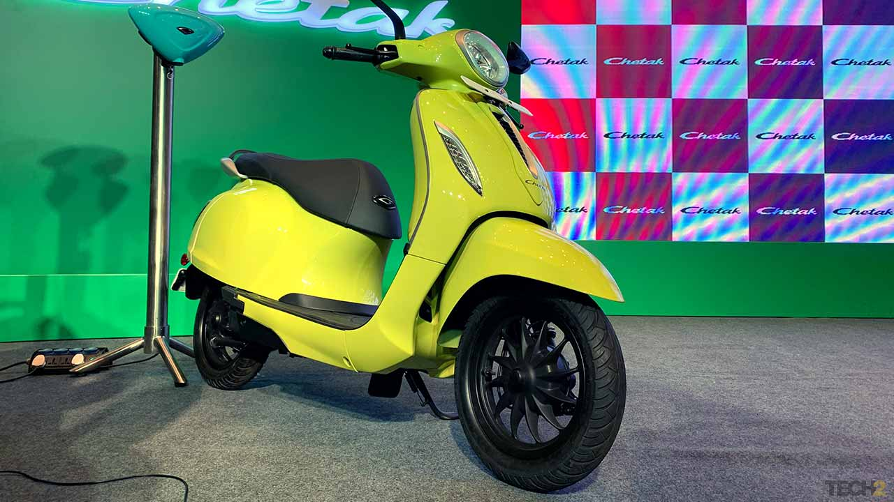 The difference in price between the two Chetak variants is just Rs 2,000. Image: Tushar Burman/tech2