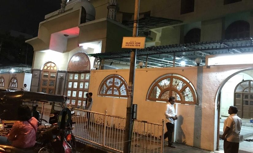 """A sign marks the """"silence zone"""" outside a mosque in Mumbai. Photo credit: Chris Berdik."""
