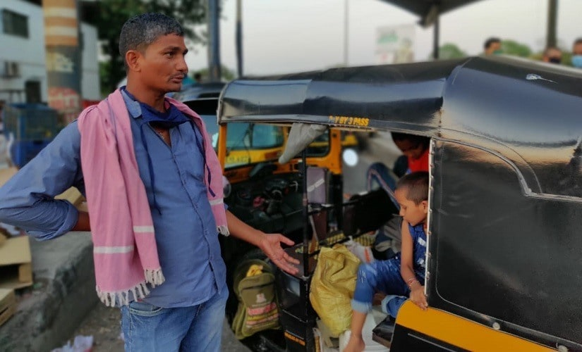 Mumbais migrant workers enlist tempos to reach UP, lose last of their money to conniving drivers at Thane checkpost