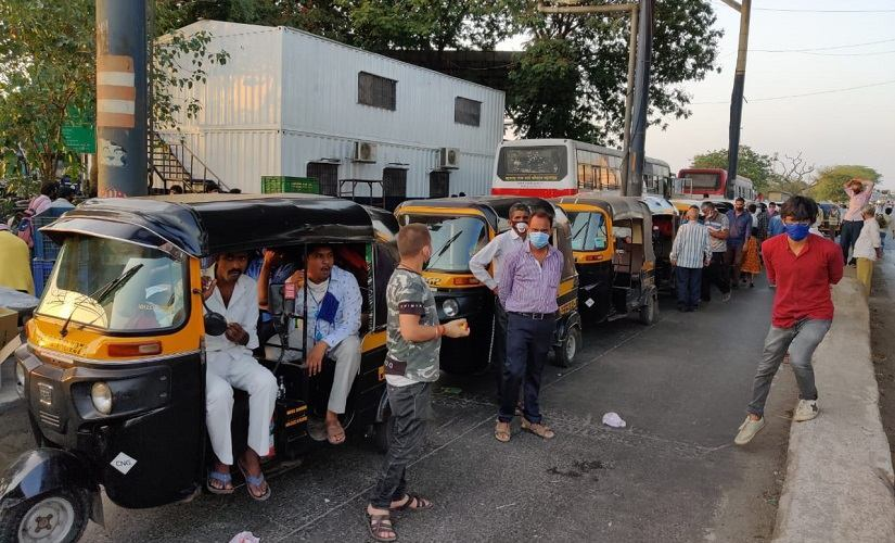 At the Kharegaon checkpost, the police pulled up an auto almost every three minutes. All of them heading to various states in North India. Image/Parth MN