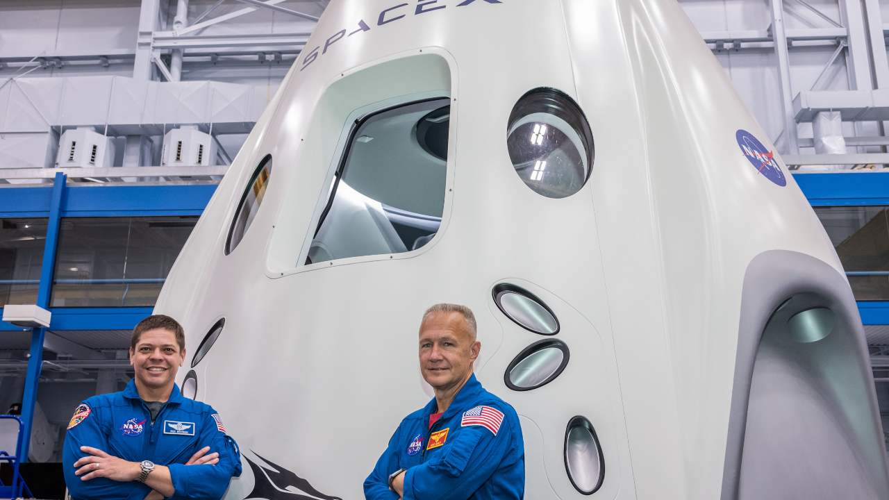Capsule SpaceX Demo-2 avec les astronautes de la NASA Doug Hurley et Bob Behnken avant leur voyage vers la Station spatiale. Image: NASA