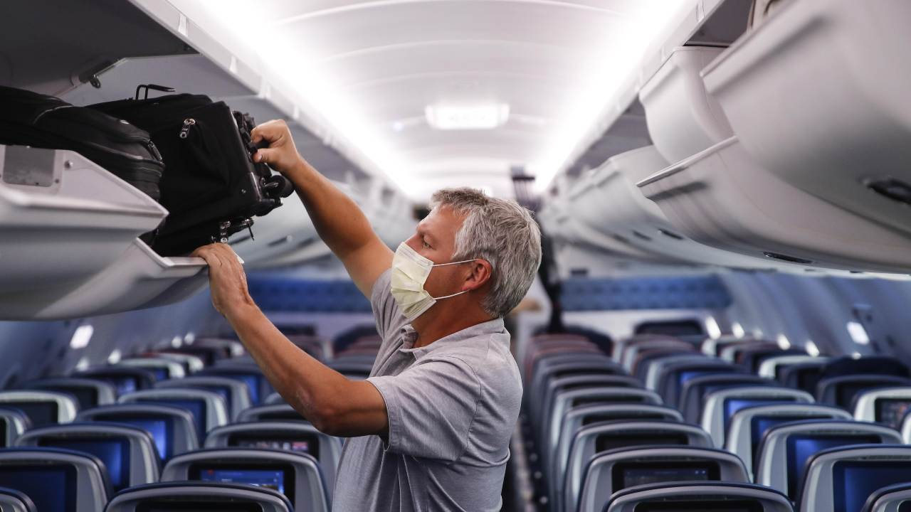 Empty middle seats lower the risk of COVID-19 transmission in airplanes, study indicates