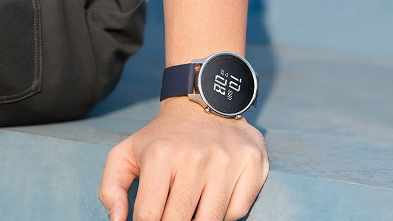 Mi Watch Revolve comes with an Always-On Display feature