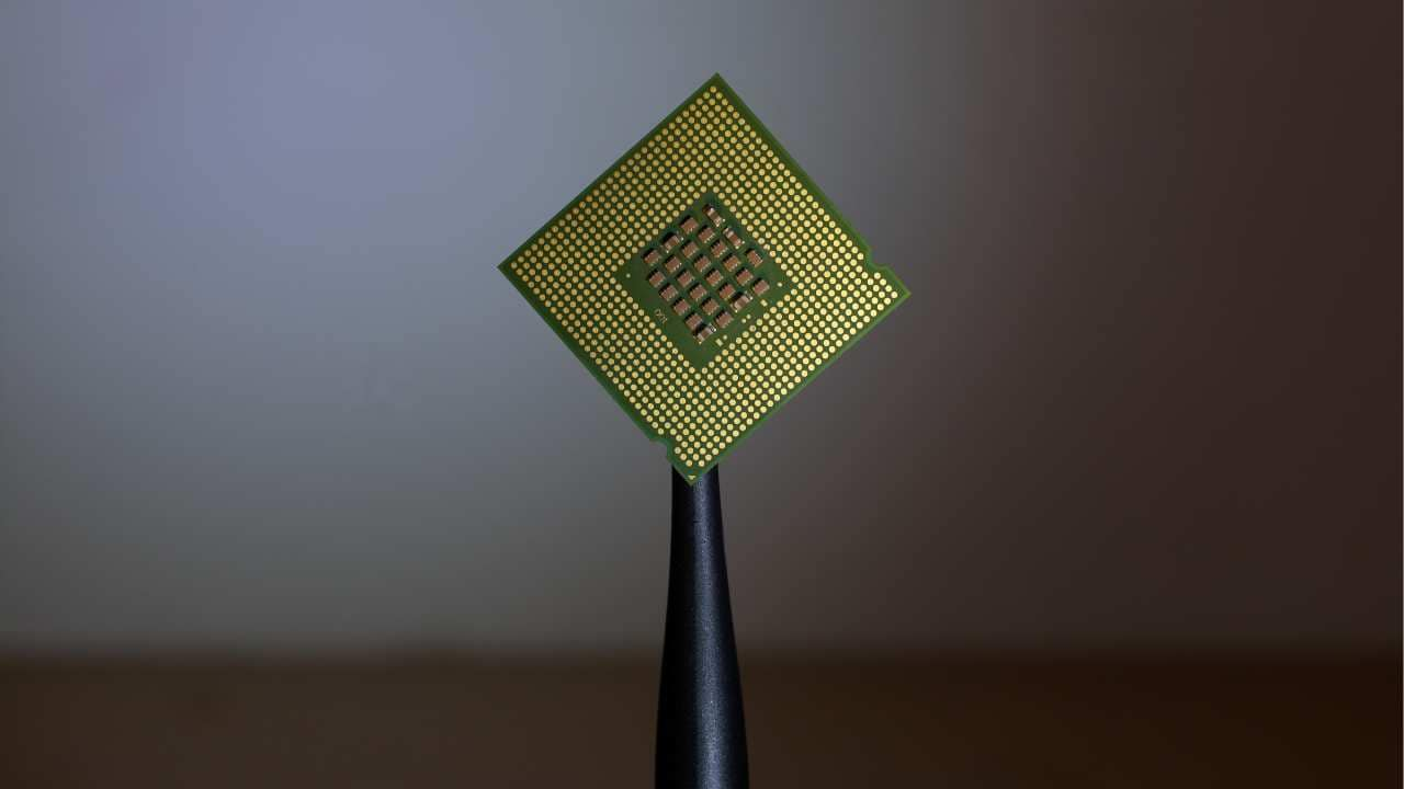 Worlds smallest memory device created to further energy-efficient computing chips