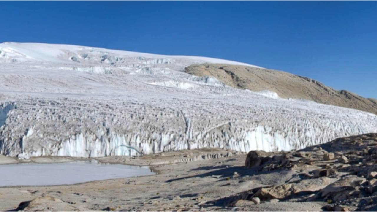 Quelccaya ice cap in Peru. Doug Hardy, CC BY-SA