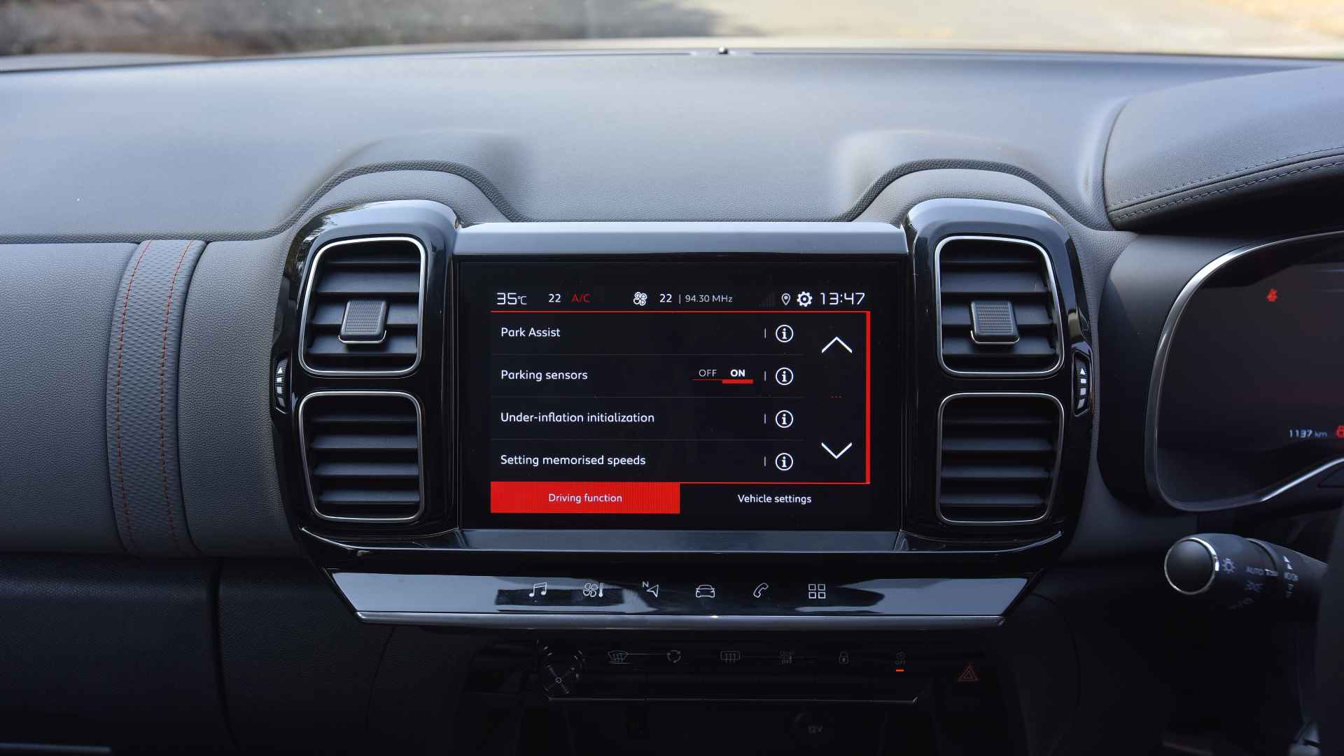 The C5's infotainment feels a bit dated and misses out on wireless Apple CarPlay/Android Auto. Image: Overdrive/Anis Shaikh