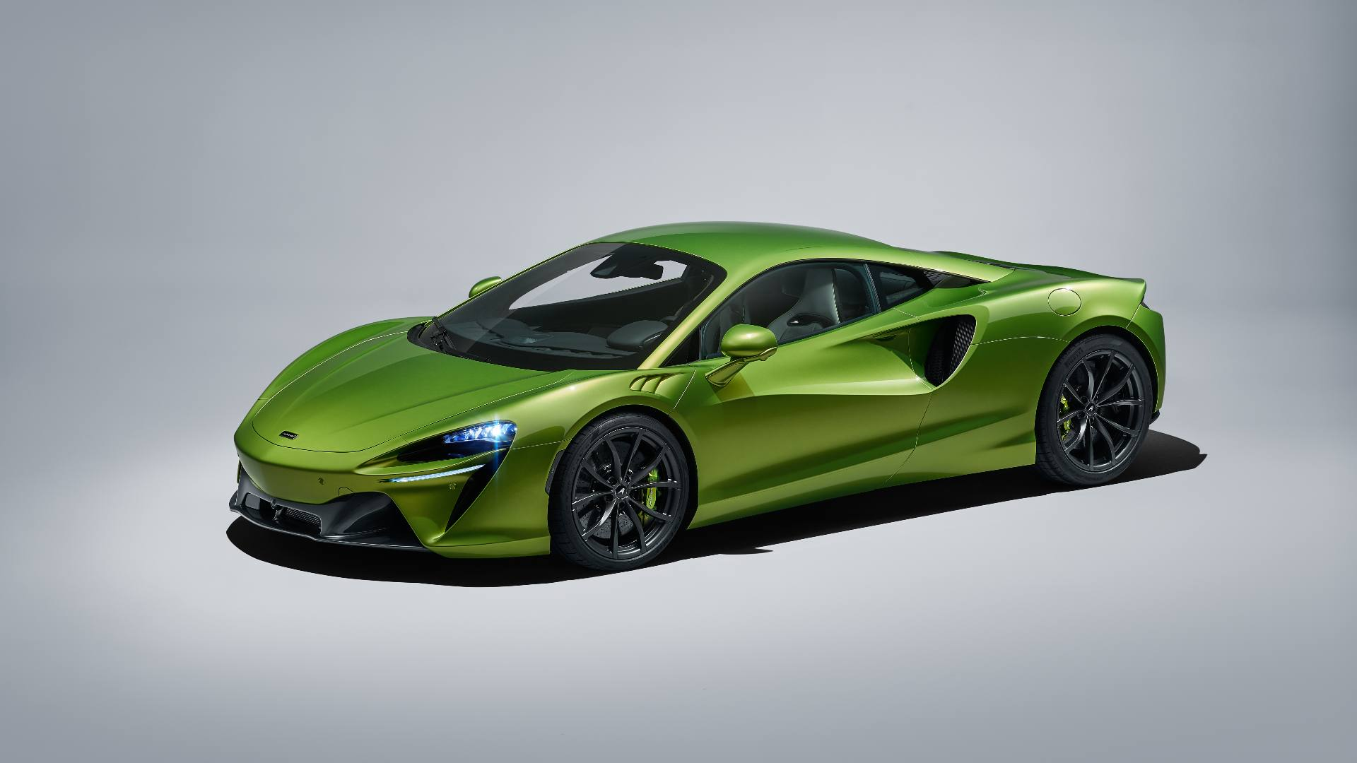 McLaren Artura revealed as the brand's first plug-in hybrid supercar, makes a combined 680 hp