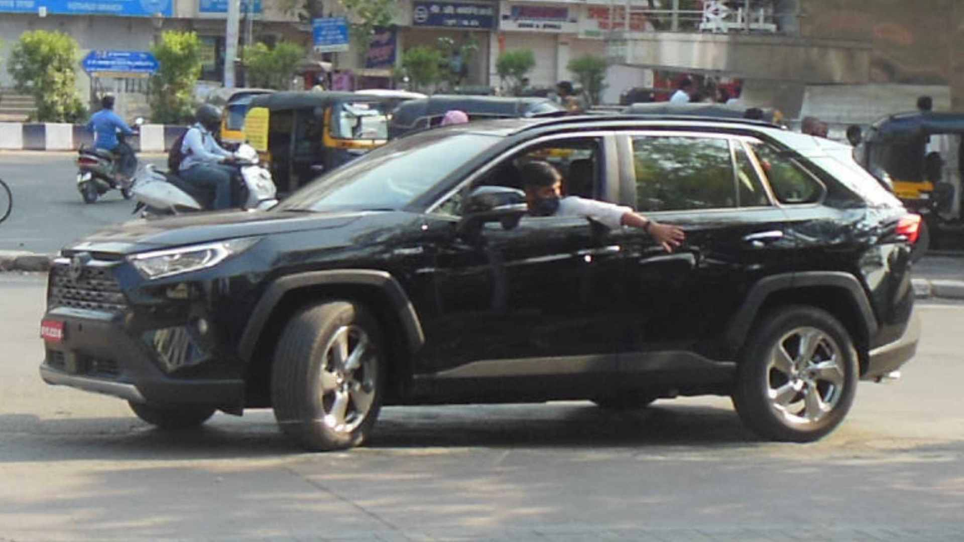 Toyota RAV4 spied on test in India, hybrid SUV has a pure-electric range of 75km
