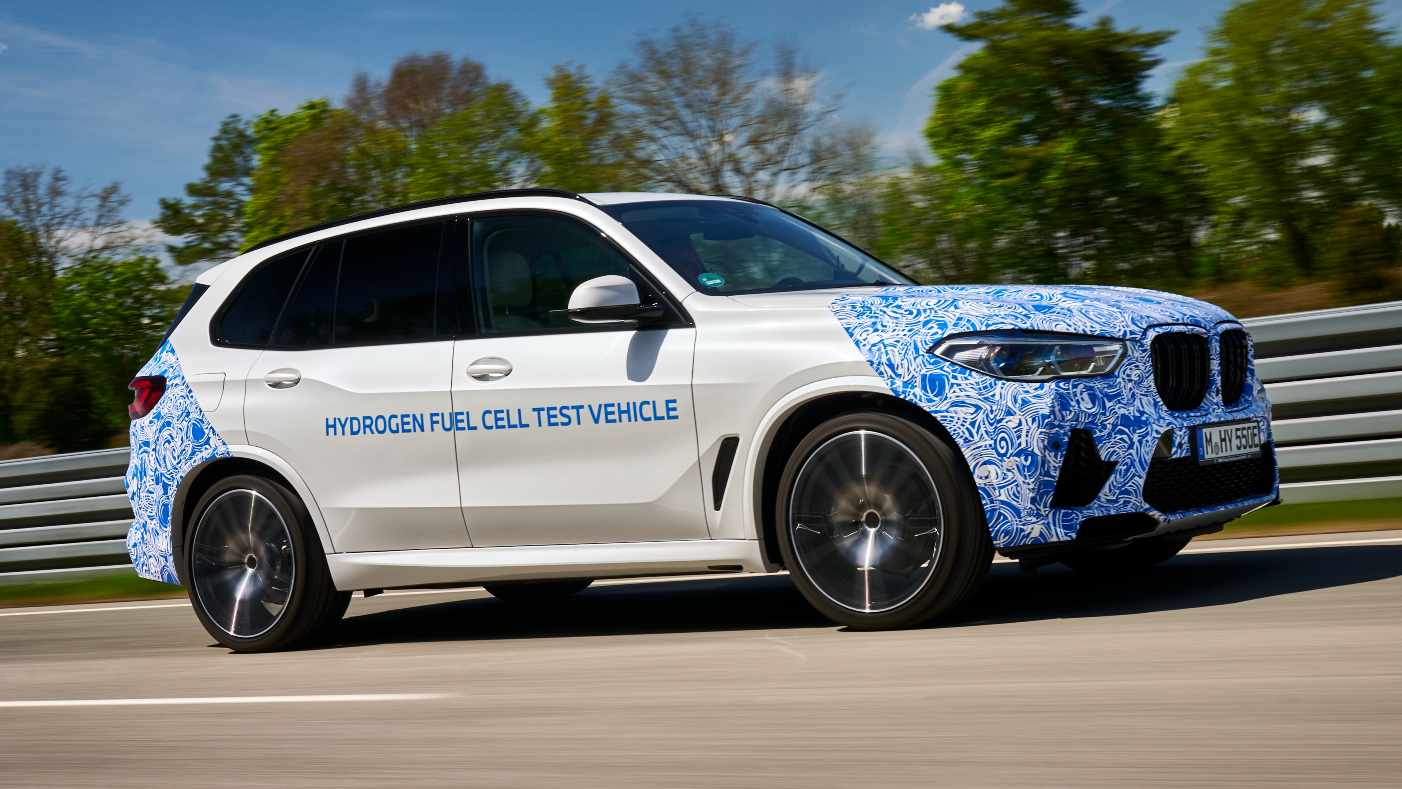 The X5 FCEV test mule has two hydrogen tanks that can be filled up in three to four minutes. Image: BMW