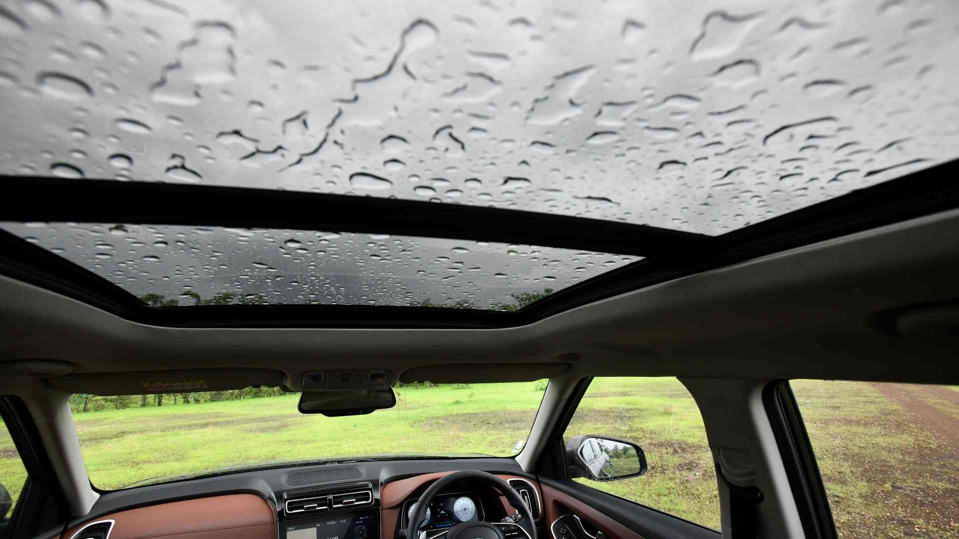 Full-size panoramic sunroof adds to the feeling of airiness inside the Alcazar. Image: Hyundai