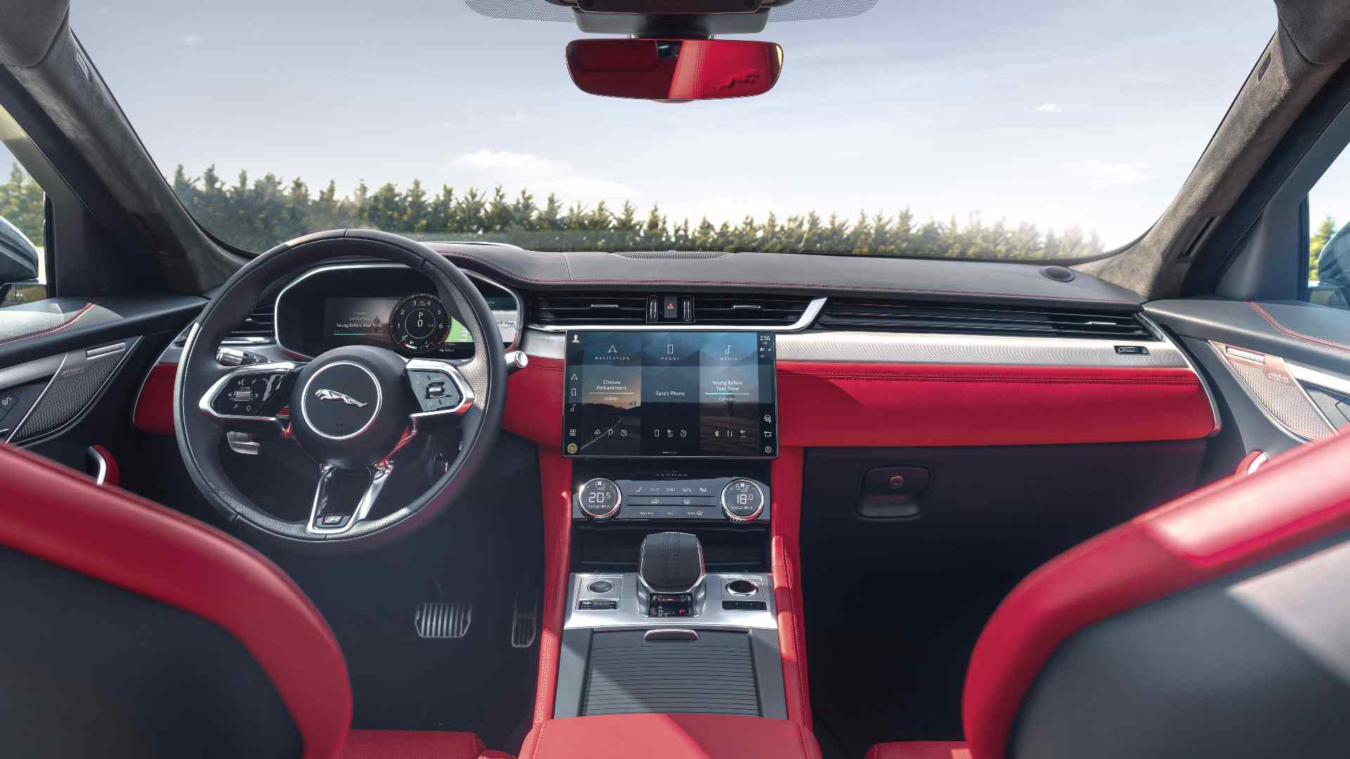 New 11.4-inch touchscreen takes centre stage on the redesigned dash. Image: Jaguar
