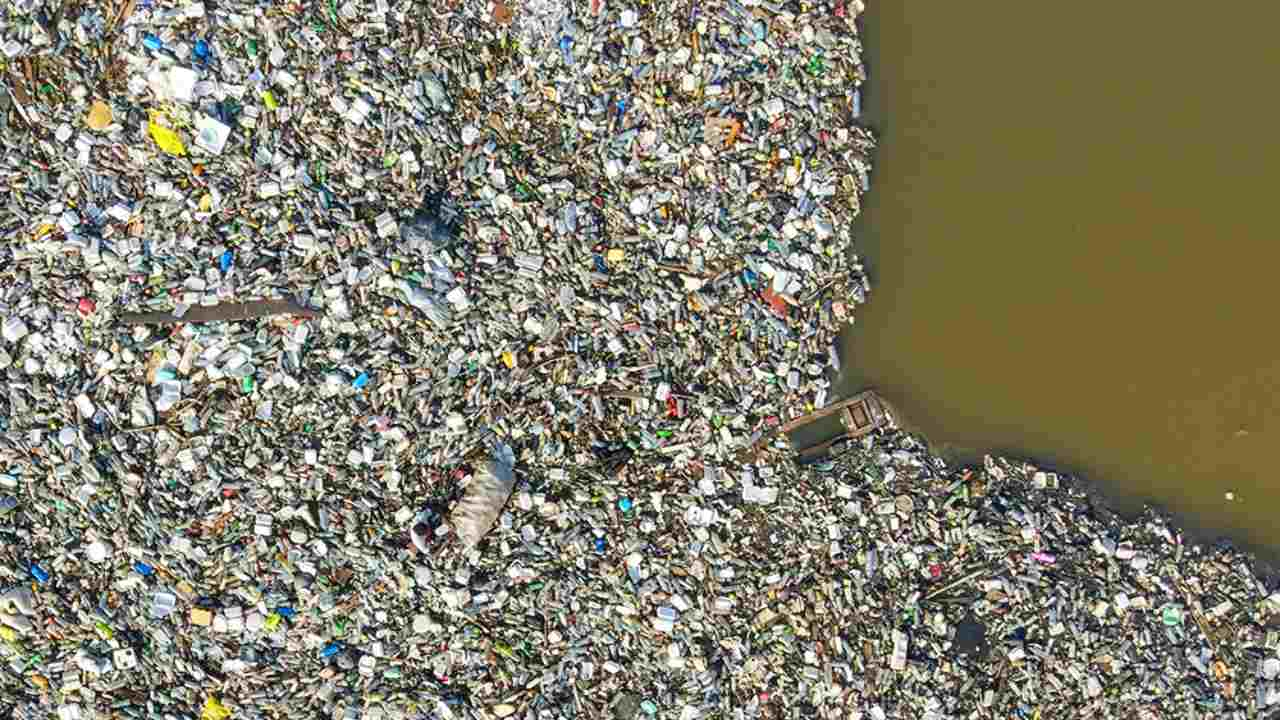 Yet of all discarded plastic so far, 12% has been incinerated. Photo by Muntaka Chasant (Ghana)