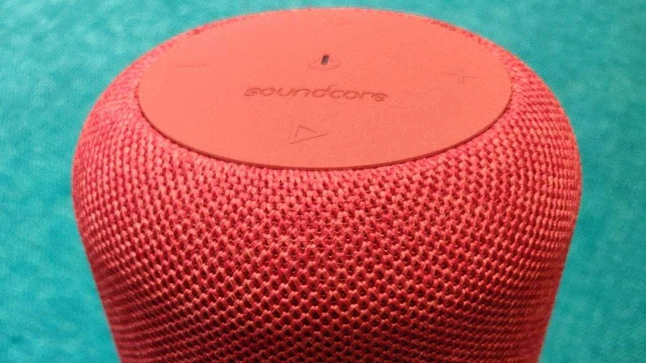 Soundcore Motion Q Review: Surprisingly powerful can-sized Bluetooth speaker