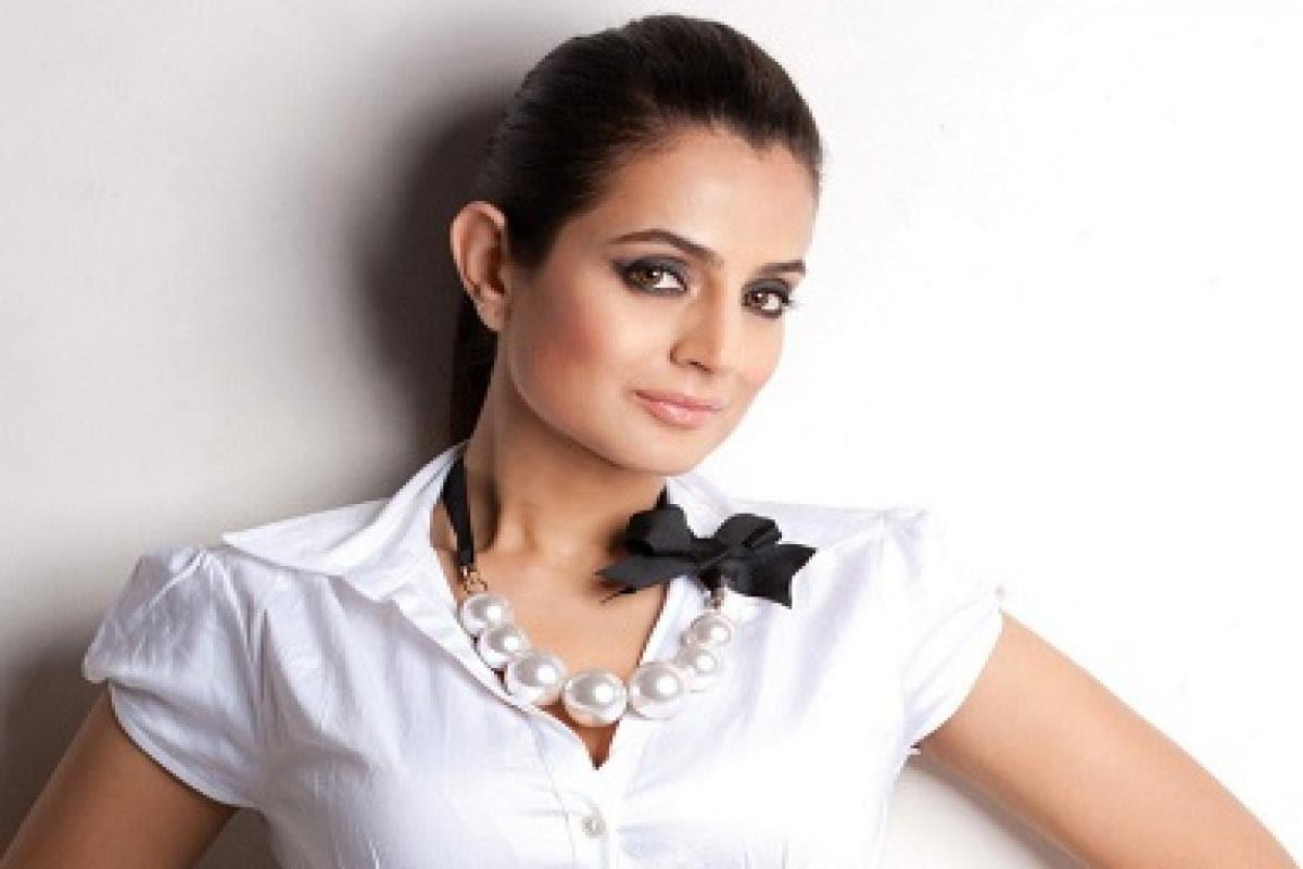 Amisha Patel Recent Photo Shoot ameesha patel, business partner kuunal goomer taken to court