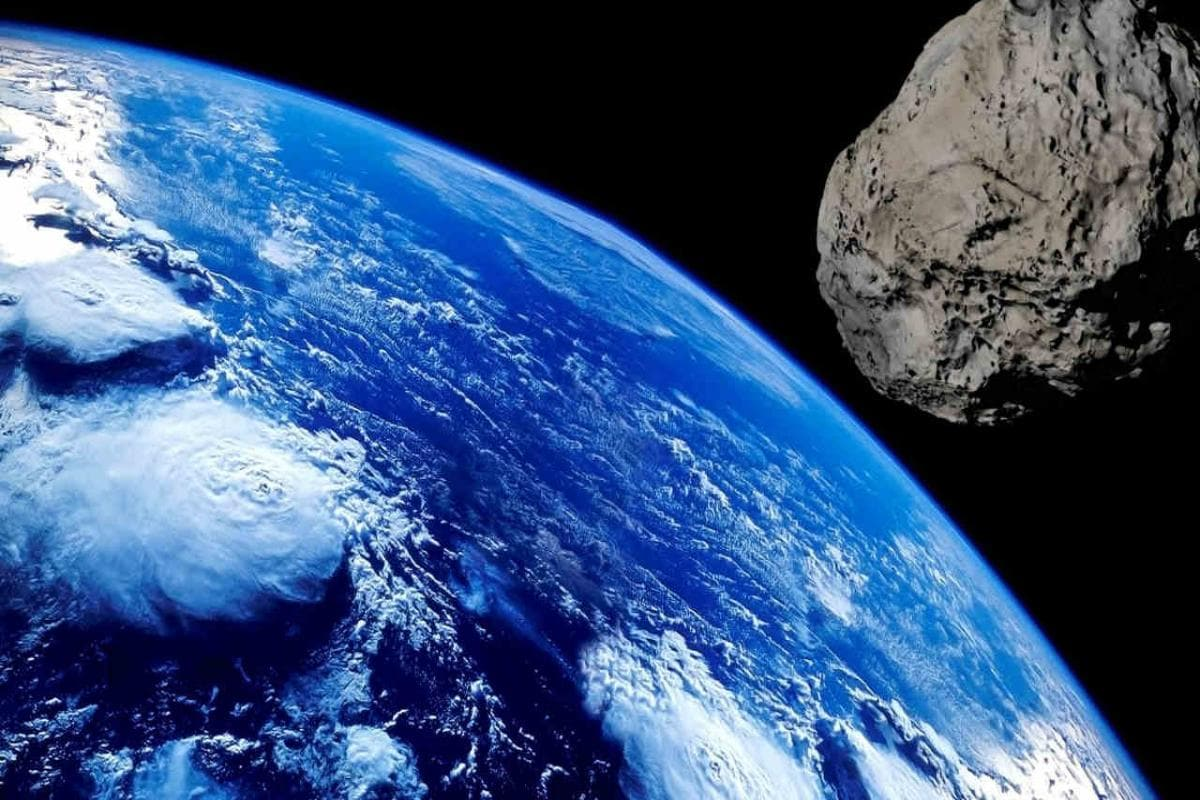 A Huge Asteroid Closely Passed from the Earth on August 21: School Megamart 2021