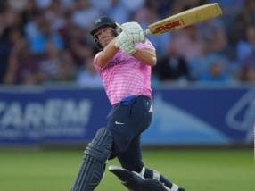 AB de Villiers slams 43-ball 88 on T20 Blast debut to lead Middlesex to comfortable win over Essex